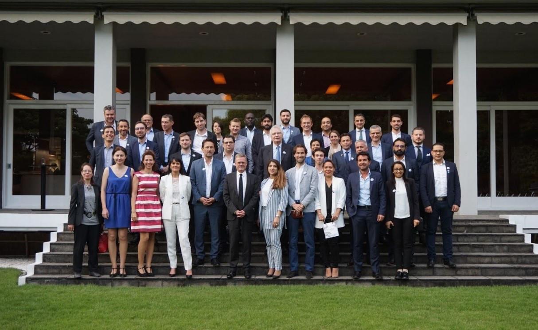 La délégation française dans les jardins de l'ambassade de France