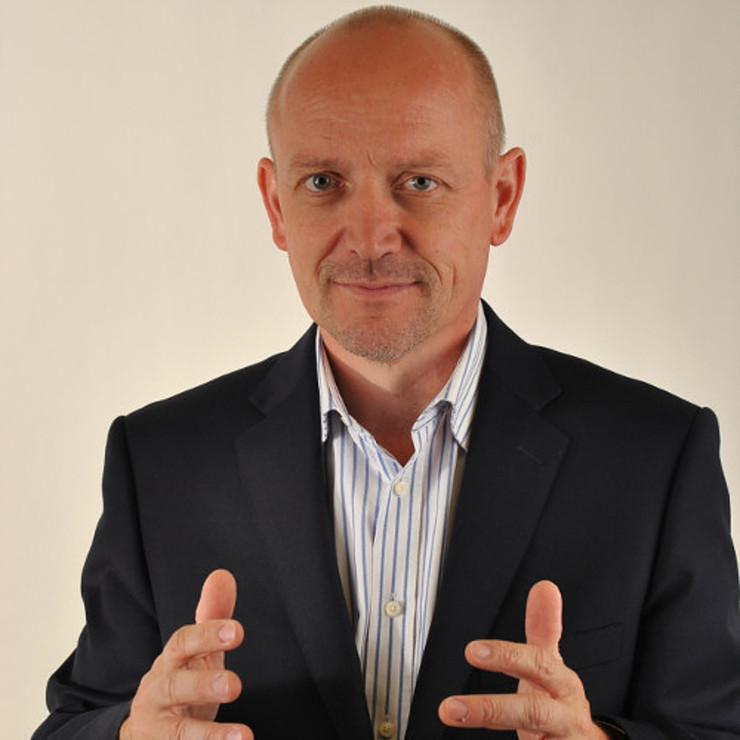 Portrait mains en avant de Frank Thomas, directeur des partenaires de Talend pour l'Europe